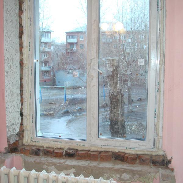 Вот с таким окном и живем.