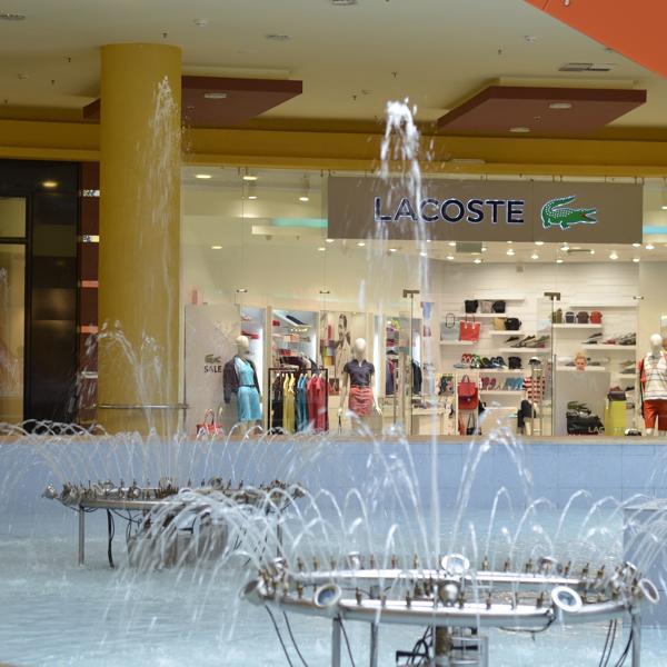 фонтан в центре Ауры