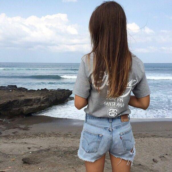 Фото девушек в очках со спины на авы