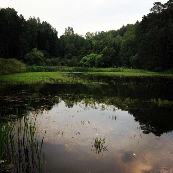 Обязательно спуститесь к озеру