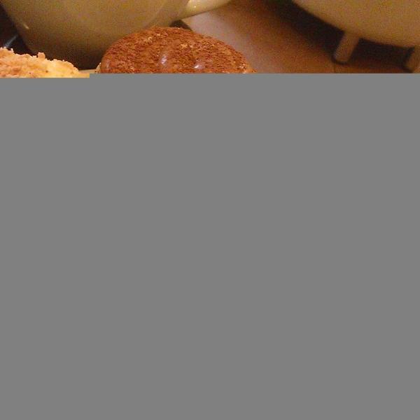 Капкейки! В кофейне их представлено 3 вида. Мне больше всего понравился тот, которого нет на фото :)