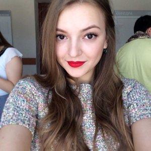 Анна Сугатова