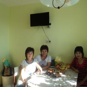 Это я с мои дочками.